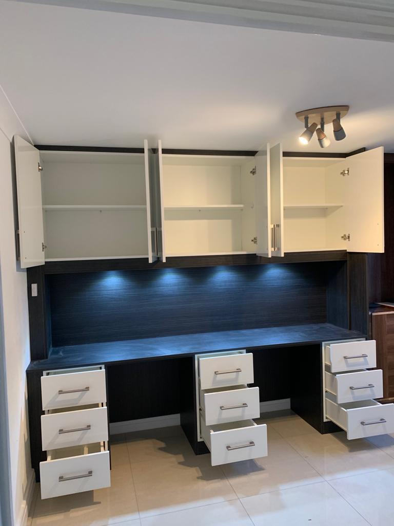 Bespoke Fitted Wardrobe unit with Cupboards